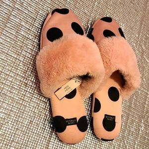 Slippers victoria secret new with tag beautiful